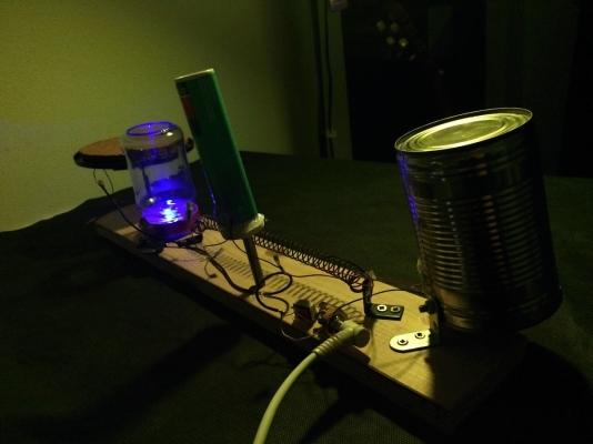 DIY perkusní nástroj Noisetron 3000