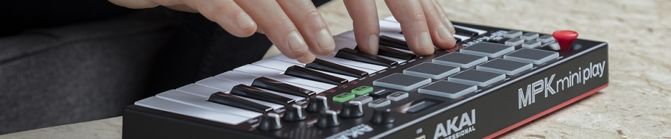 Nový mini synth Akai MPK Mini Play