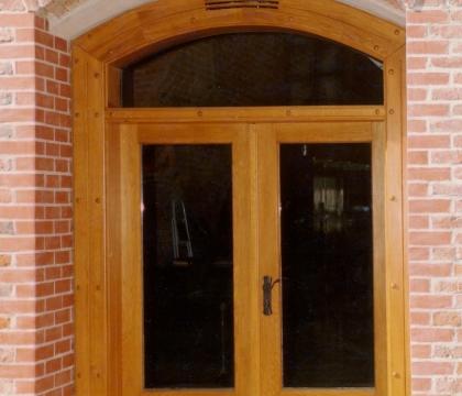 Atypické protipožární dveře pro restauraci