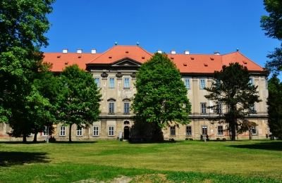 Zámeček Plasy, zdroj fotografie: https://upload.wikimedia.org/wikipedia/commons/6/66/Konvent_Plasy.jpg