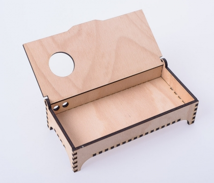 Šperkovnice vyřezaná z bukové překližky o síle 5 mm