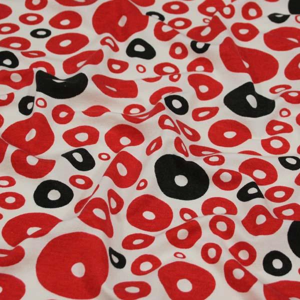 úplet červené a černé kruhy