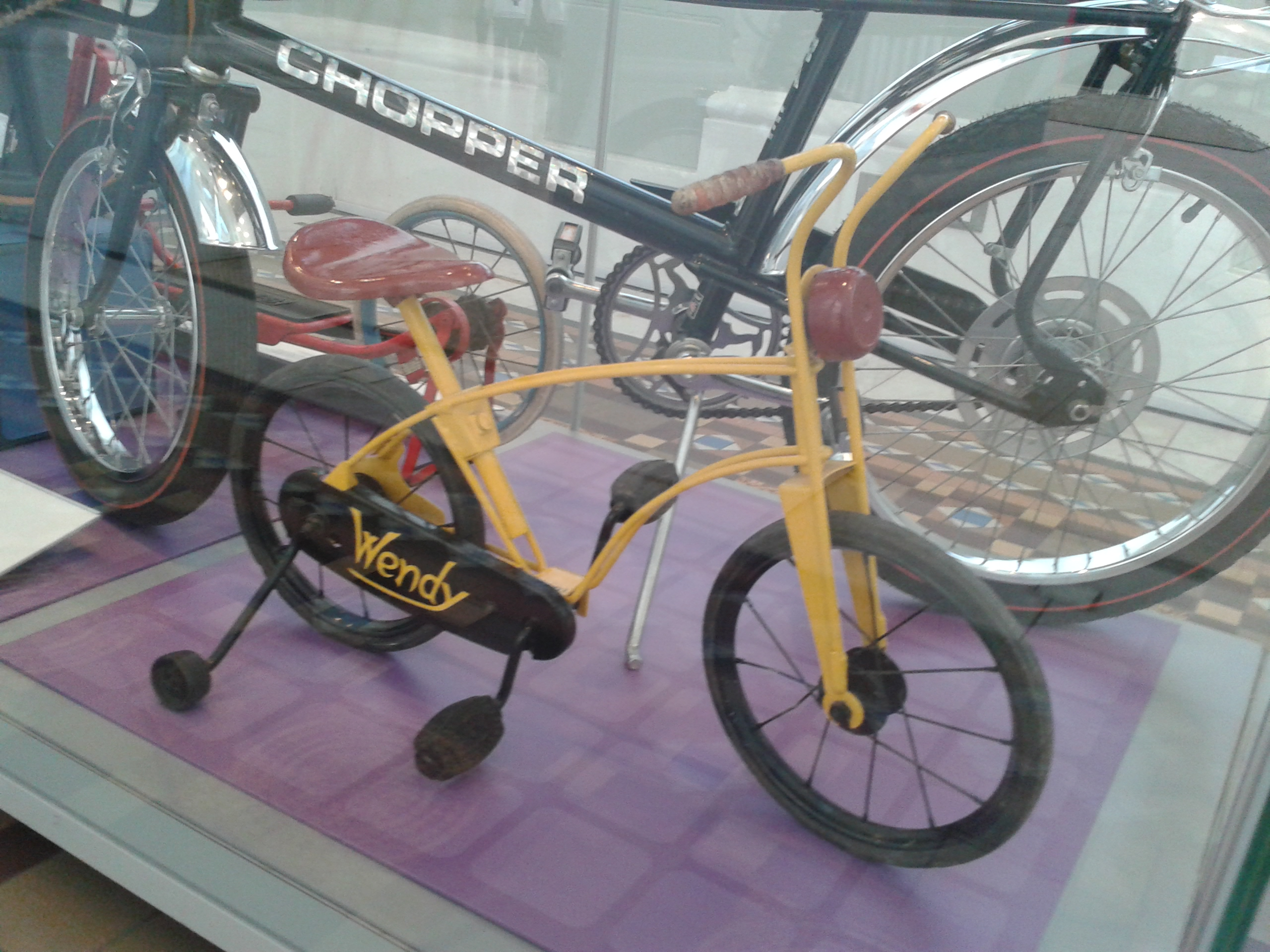Skotské muzeum a dětské kolo