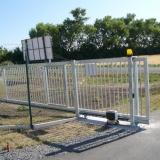 Automatická posuvná brána.