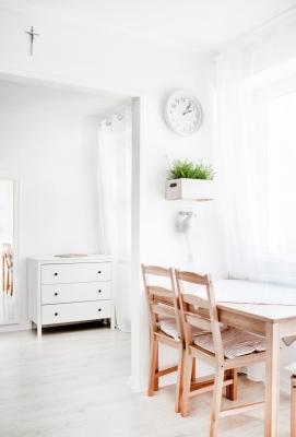Jídelní kout - světlý interiér