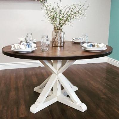 Kulatý stůl je vhodný do prostornějších místností.