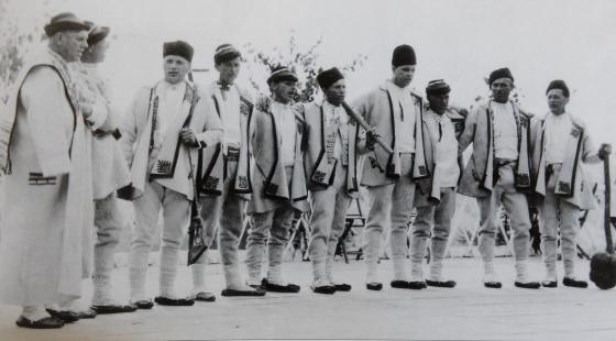 Dřevorubci Sáharé při vystoupení na Horňáckých slavnostech.
