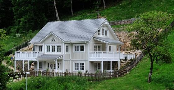 Patrový moderní dřevěný dům