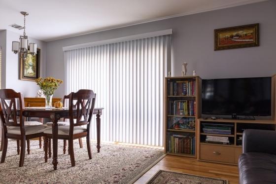 Moderní interiér společně se starožitným nábytkem. Zdroj: Pixabay