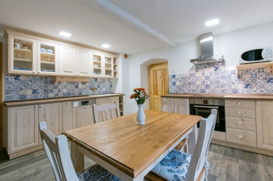 Správná vzdálenost stolu od pracovní desky v kuchyni od UNIS-N