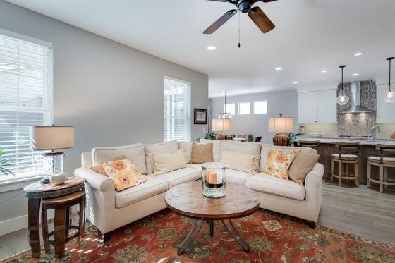 Moderní obývací pokoj s rustikálním nábytkem. Zdroj: Pixabay