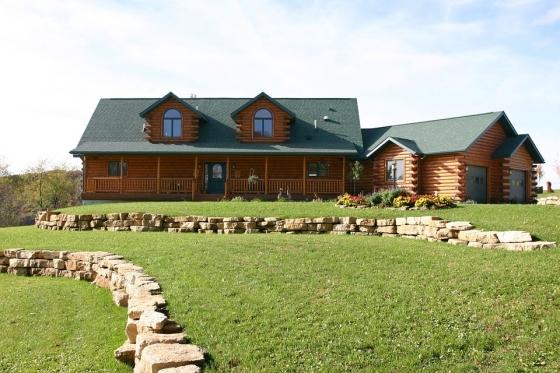Srub s okolními budovami ze dřeva