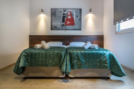 Minimalizujte počet předmětů u postele