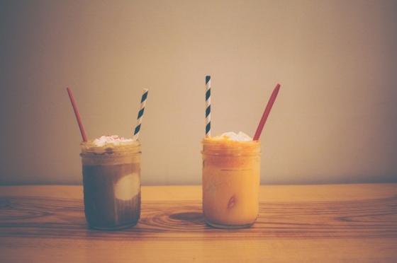 Je libo smoothie či ledová káva ze zavařovačky?