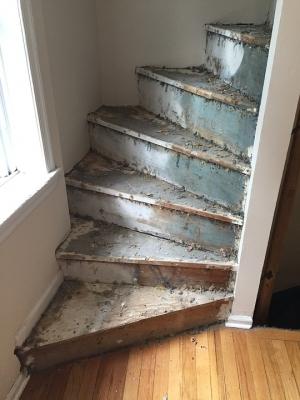 Staré dřevěné schodiště