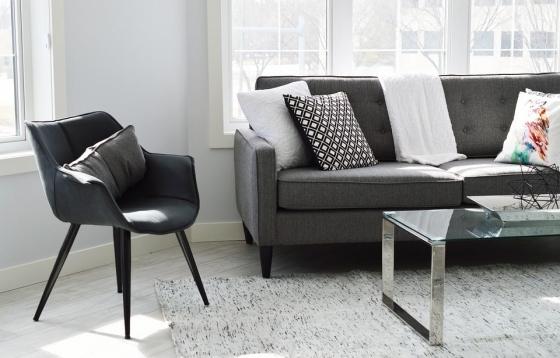 Polštáře a deky mohou být skvělou a praktickou dekorací.