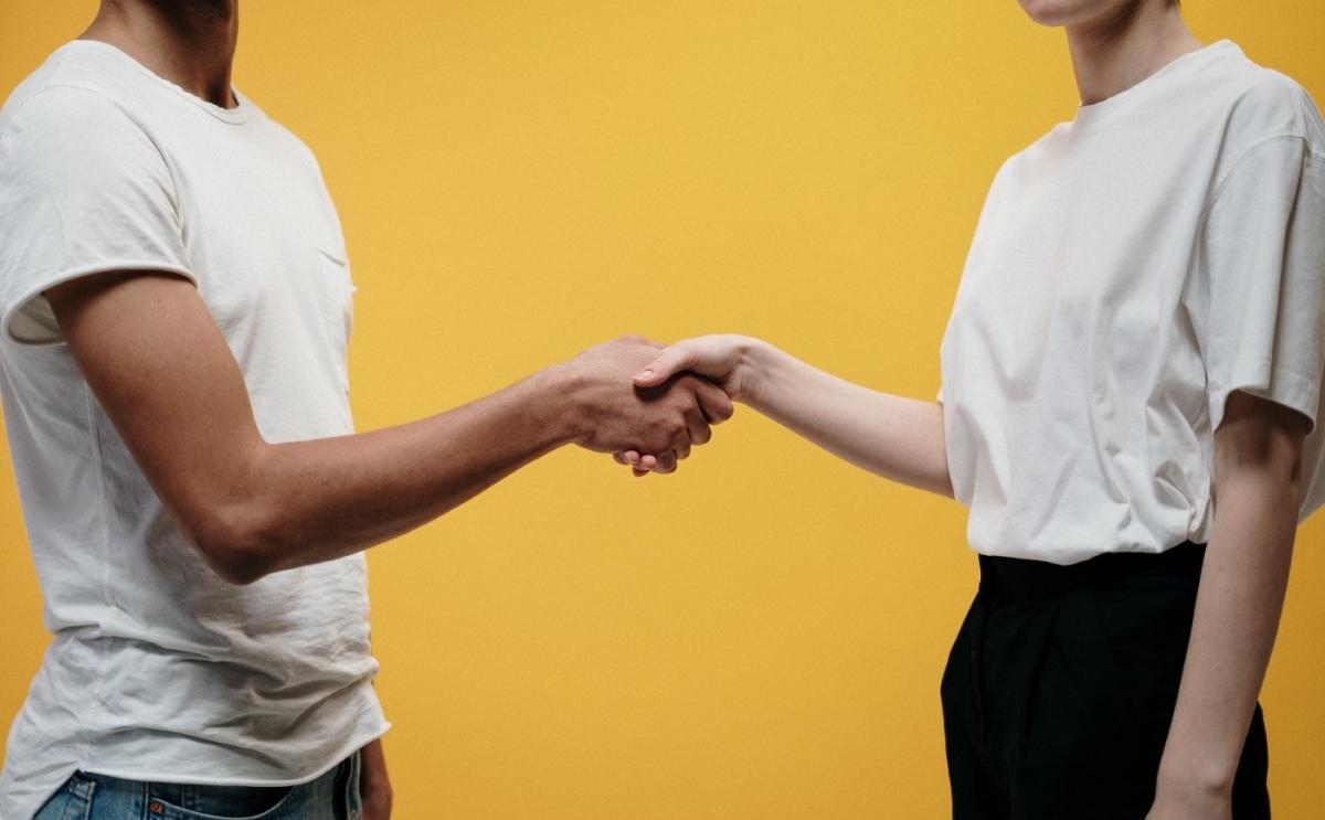 Nevíte, jestli navázat prvotní kontakt s klientem pomocí Vy nebo vy? Dle pravidel prakticky nelze udělat chybu, ale...