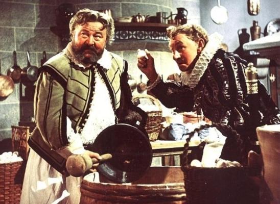 Nebojte se vystoupit ze své role. Pokud jste Vládce, neznamená, že se ve vhodné chvíli nemůžete stát třeba... kuchařem. Photo © Československý státní film