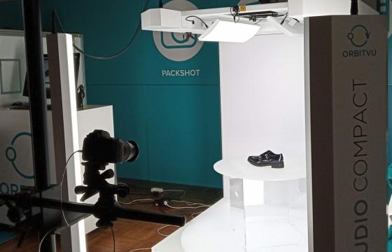 Jeden z automatů na pořizování profesionálních produktových fotografií, který jsme si prohlédli na letošním veletrhu Czech Online Expo