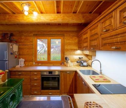 Kuchyně zpracovaná v jednotném stylu dokáže interiéru propůjčit jedinečnou atmosféru