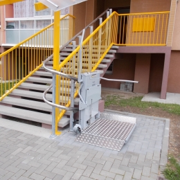 CPM 300 sloping staircase platform