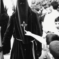 Karikatury církví a masky věřících