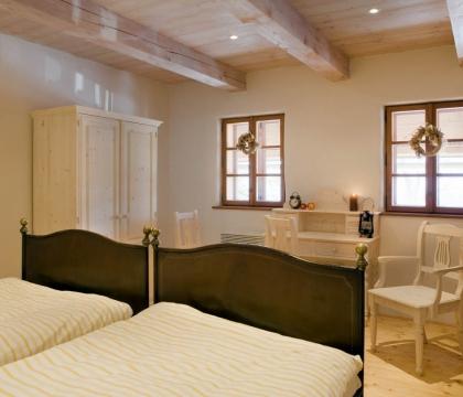 Penzion vybavený nábytkem UNIS-N