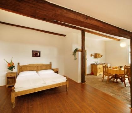 Celodřevěná postel UNIS-N